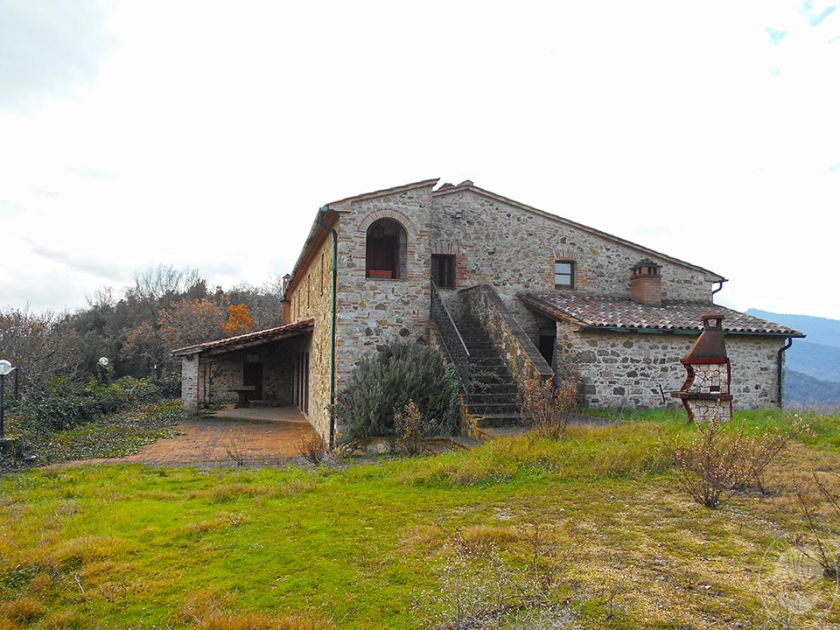 Appartamenti e terreni a Casole d'Elsa in Loc. Monatuto 1