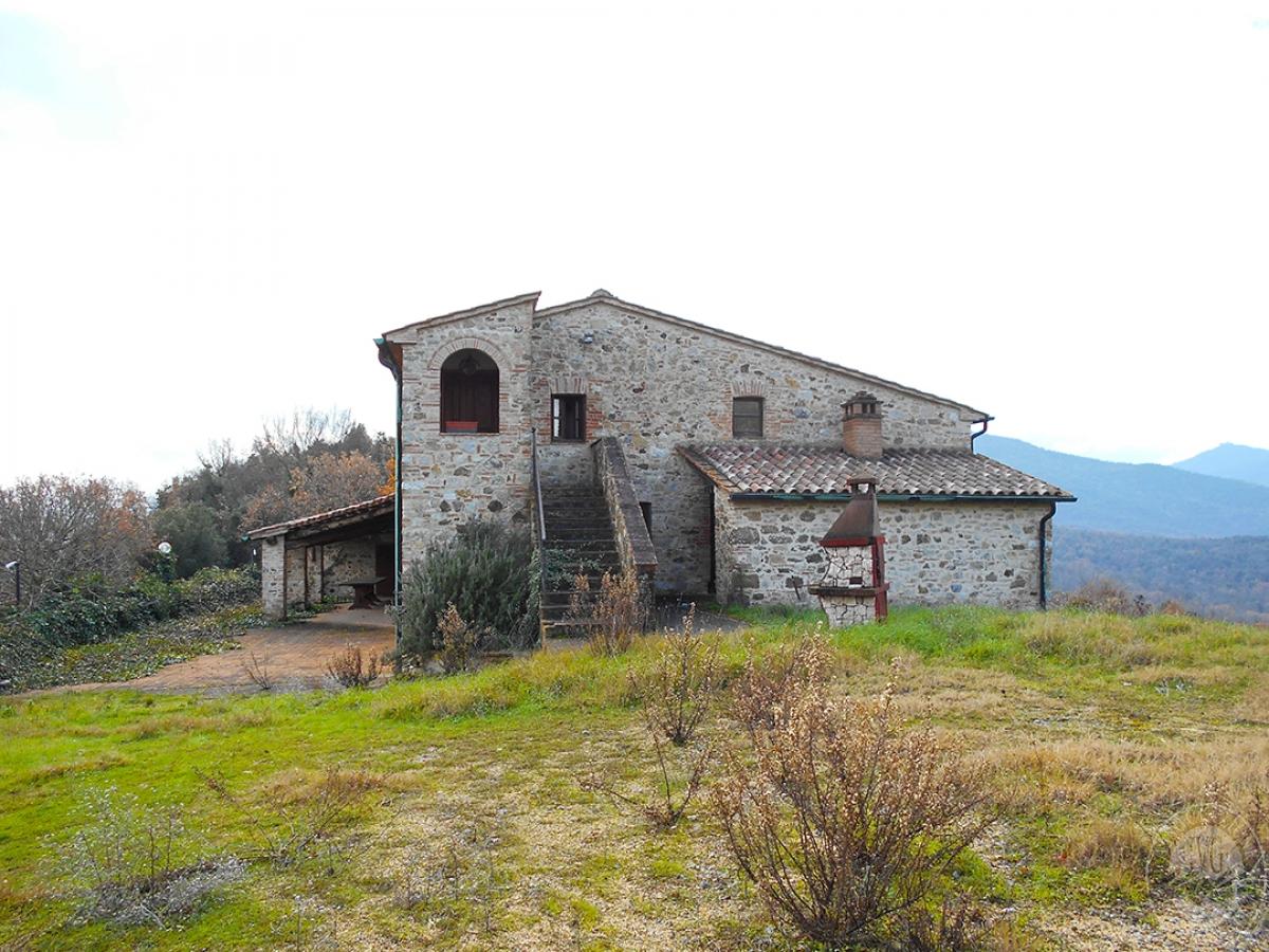 Appartamenti e terreni a Casole d'Elsa in Loc. Monatuto 0