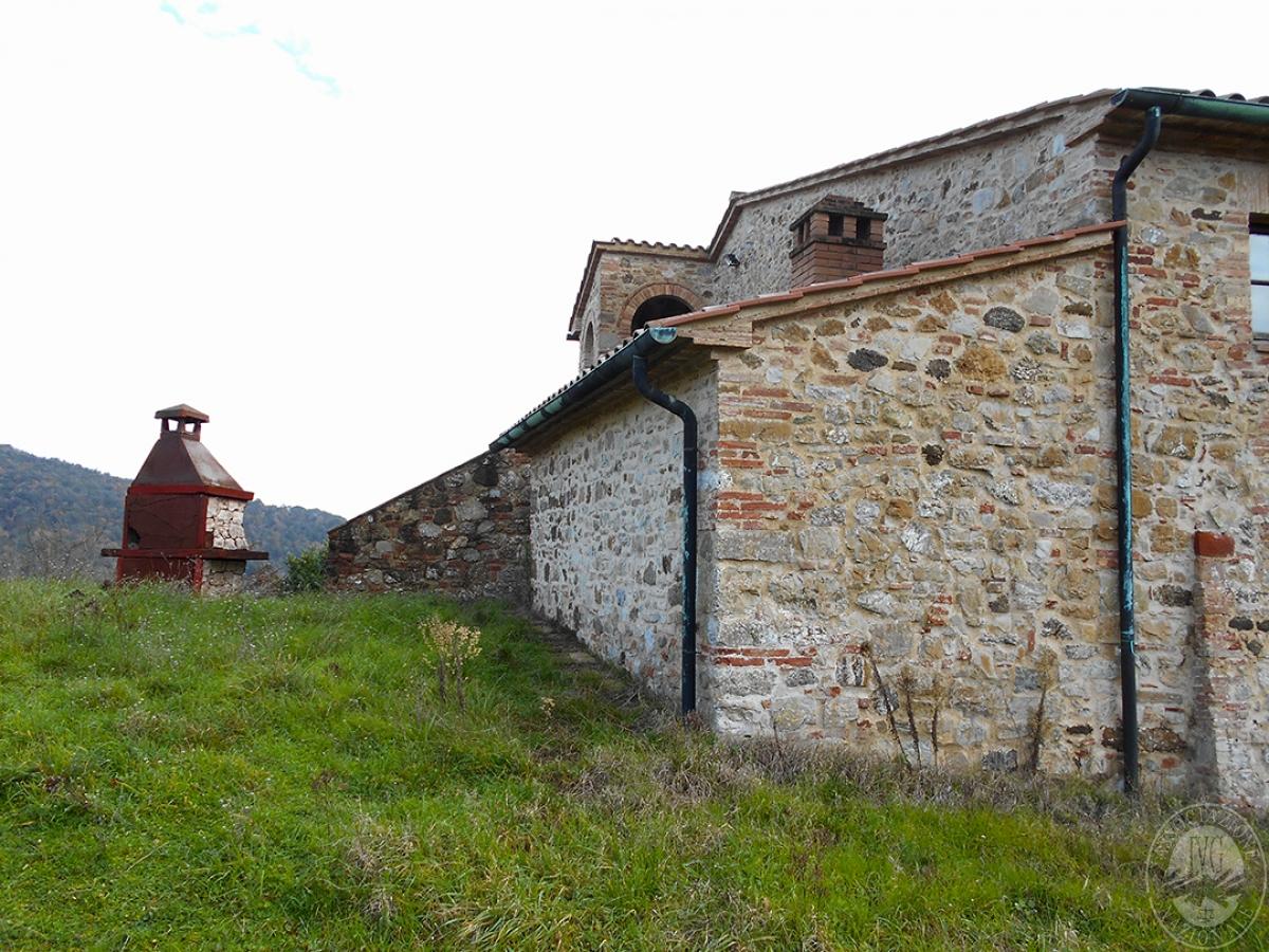 Appartamenti e terreni a Casole d'Elsa in Loc. Monatuto 16