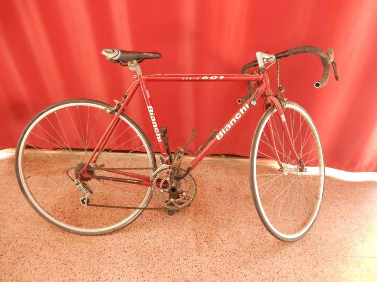 Bicicletta da corsa colore rosso   GARA ONNLINE 1 OTTOBRE 2021