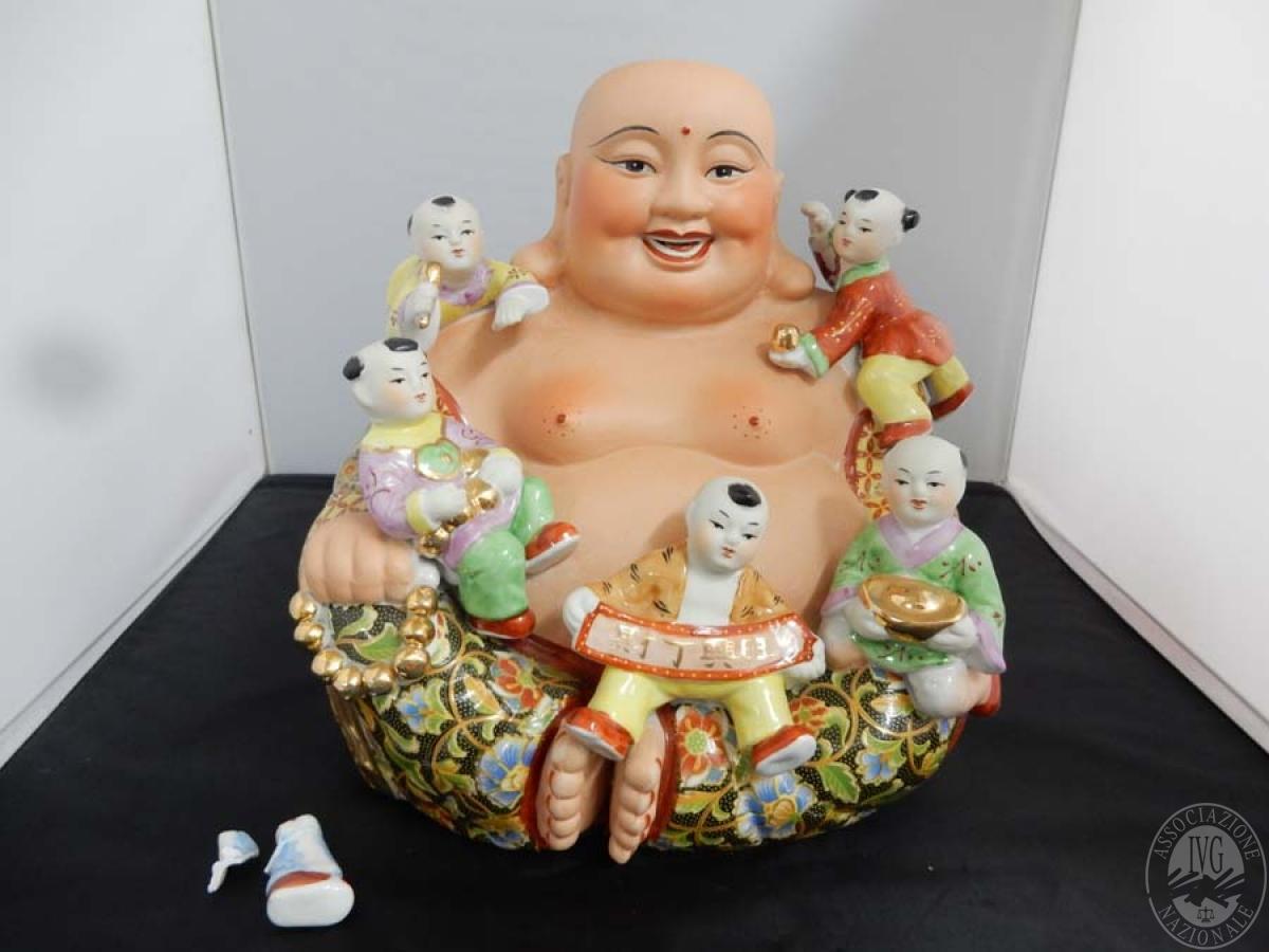 Rif. 17) Buddha con bambini in porcellana      GARA ONLINE 15 OTTOBRE 2021