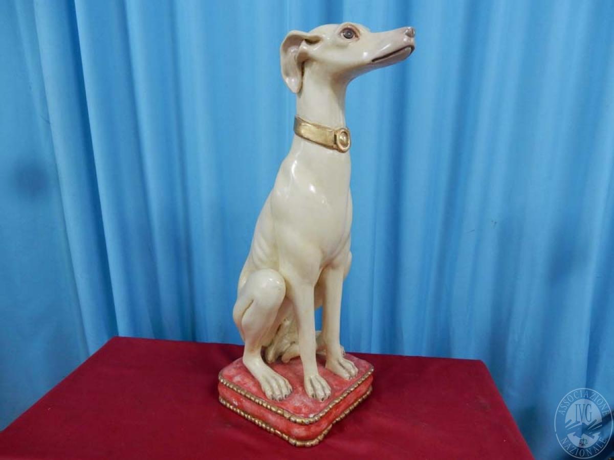 Rif. 28) Cane su cuscino, legno decorato    GARA ONLINE 15 OTTOBRE 2021 7