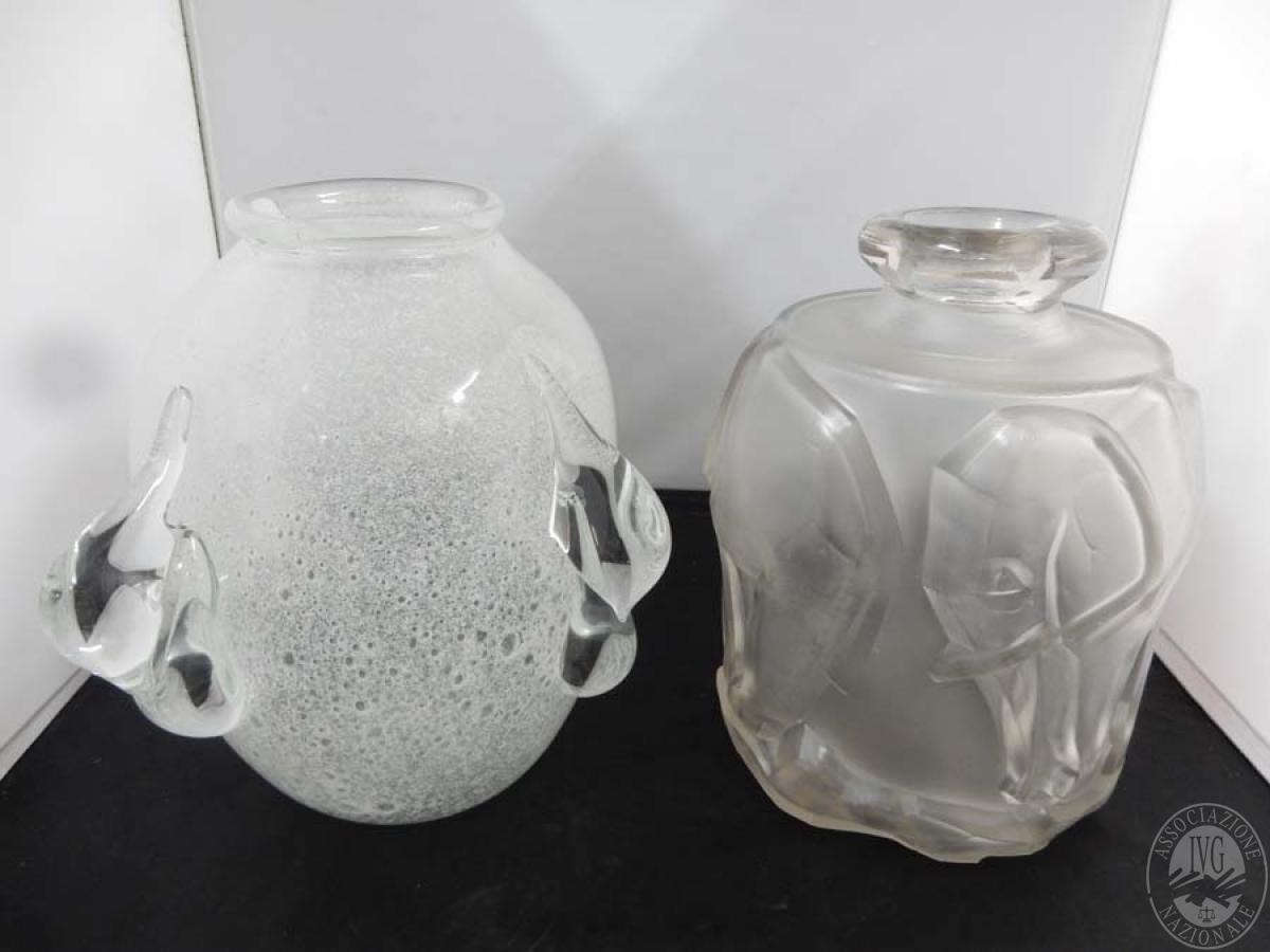 Rif. 37) N. 2 vasi in vetro   GARA ONLINE 15 OTTOBRE 2021