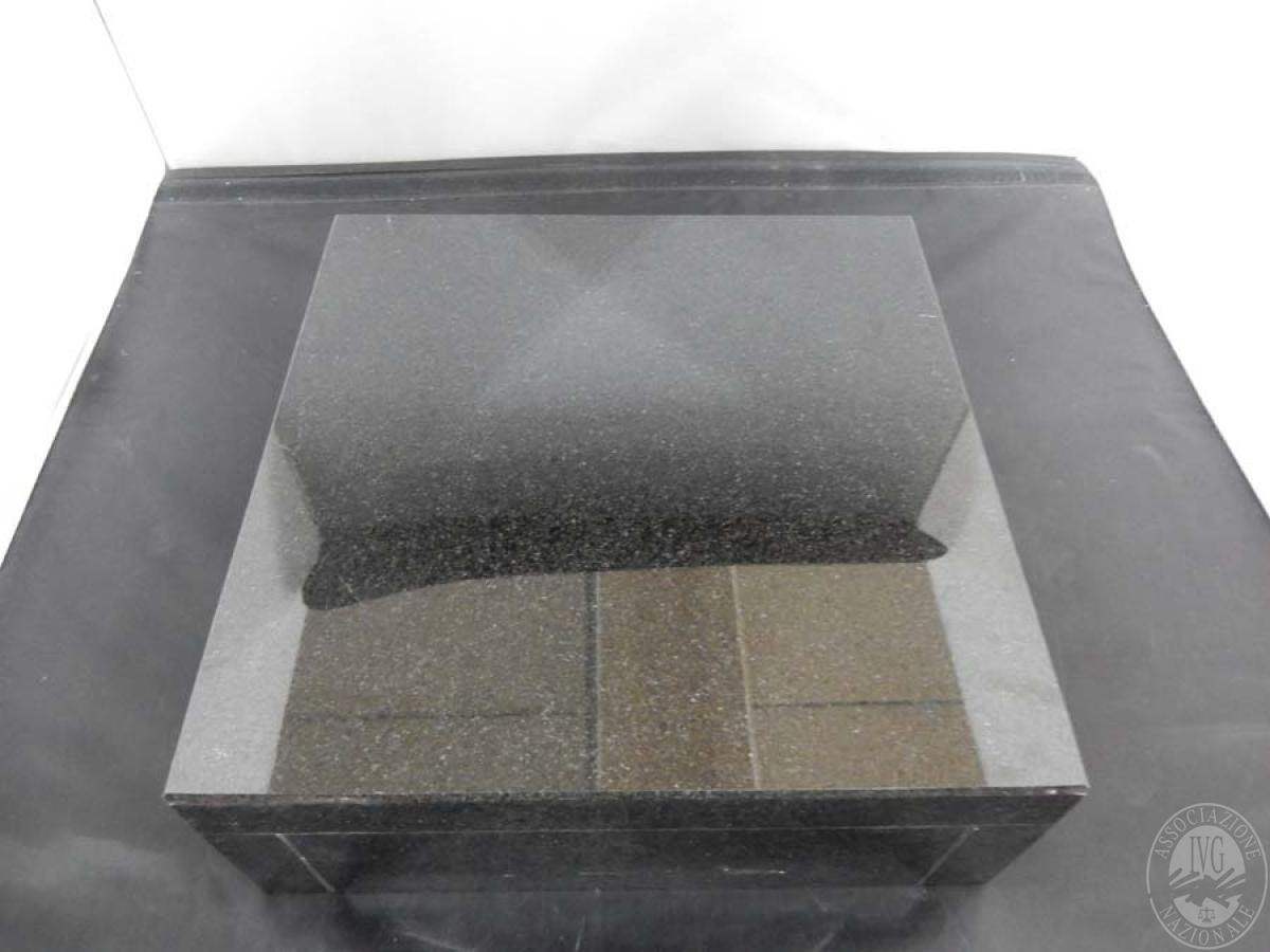 Rif. 24) Basamento nero in marmo   GARA ONLINE 15 OTTOBRE 2021