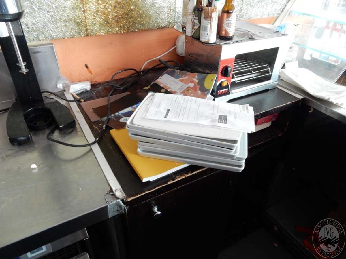 Rif. 32) Bancone bar + retro banco + arredo vario       GARA ONLINE 29 NOVEMBRE 2021 10