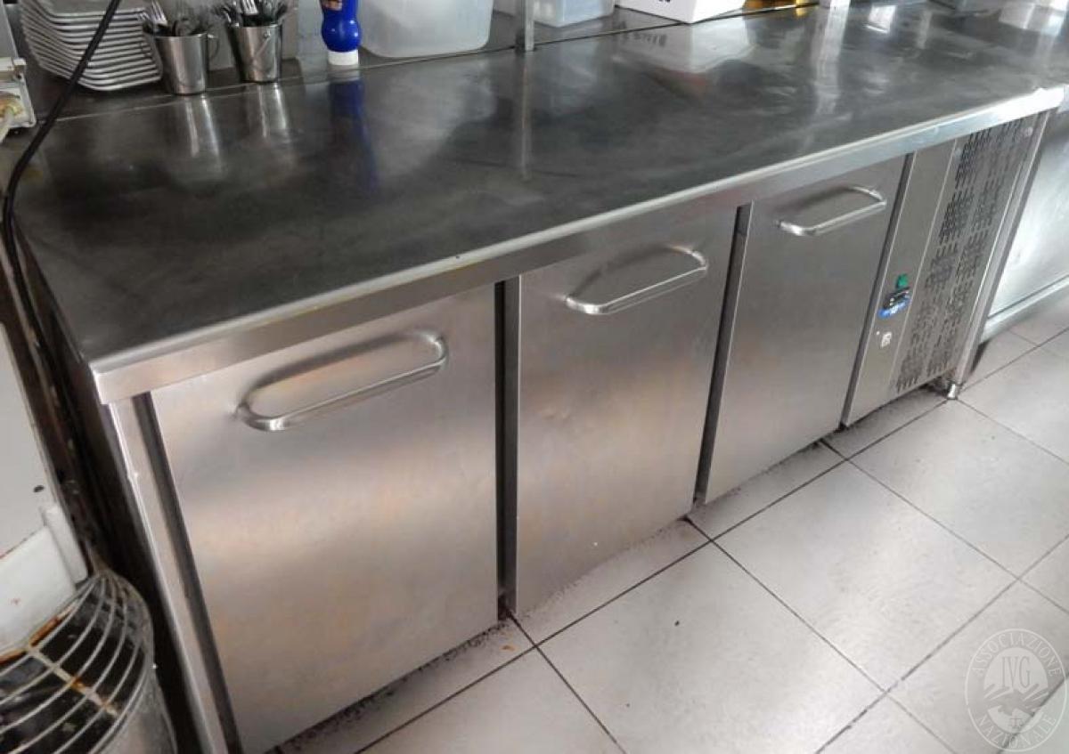 Lotto 22) Banco frigo in acciaio inox a 3 sportelli      GARA ONLINE 29 NOVEMBRE 2021