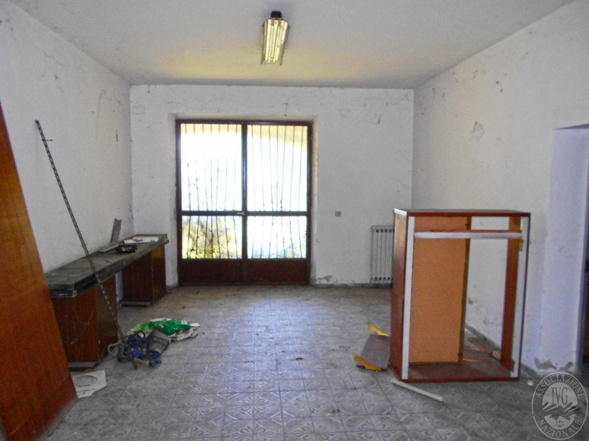 Appartamento e locali artigianali a CHIUSI in Via del Fondino 5