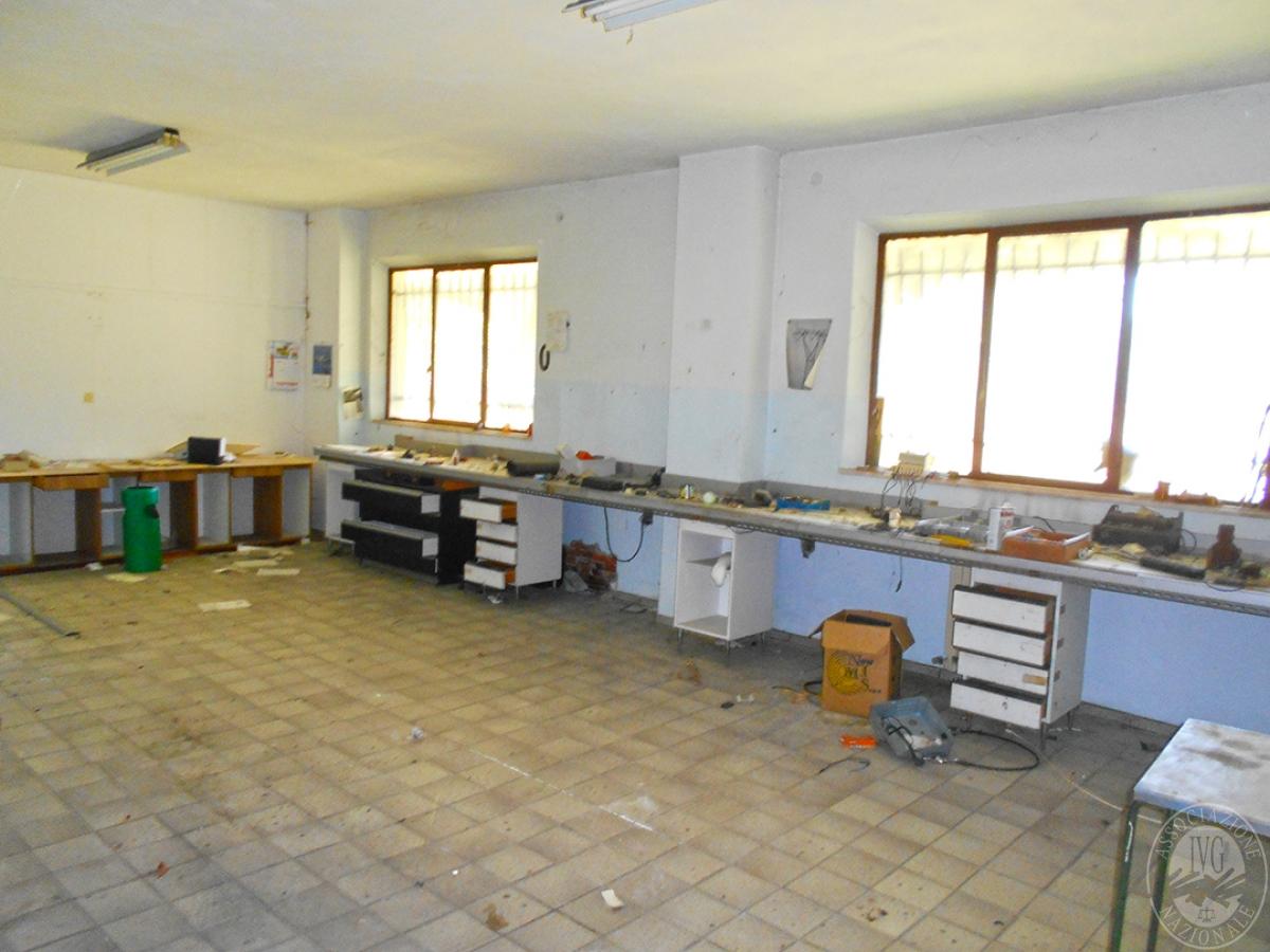 Appartamento e locali artigianali a CHIUSI in Via del Fondino 4