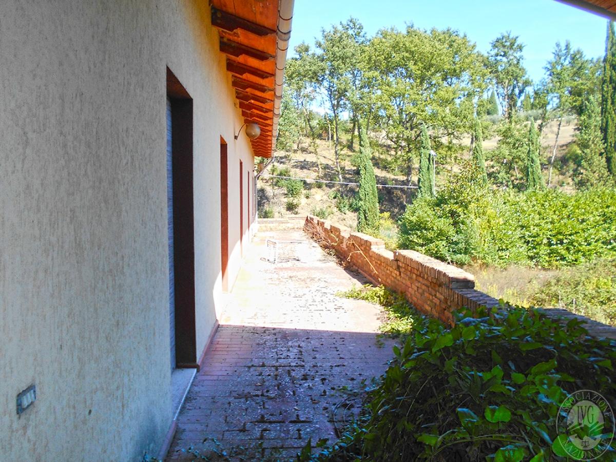 Appartamento e locali artigianali a CHIUSI in Via del Fondino 6