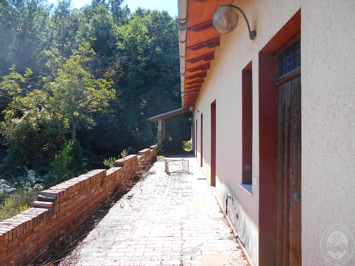 Appartamento e locali artigianali a CHIUSI in Via del Fondino 8