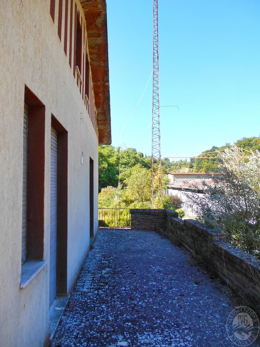 Appartamento e locali artigianali a CHIUSI in Via del Fondino 7