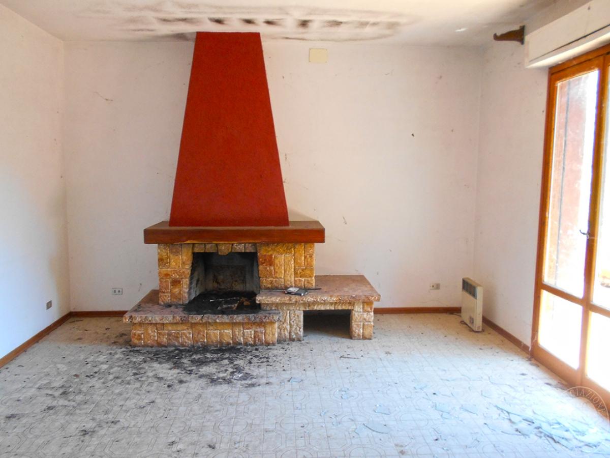 Appartamento e locali artigianali a CHIUSI in Via del Fondino 11