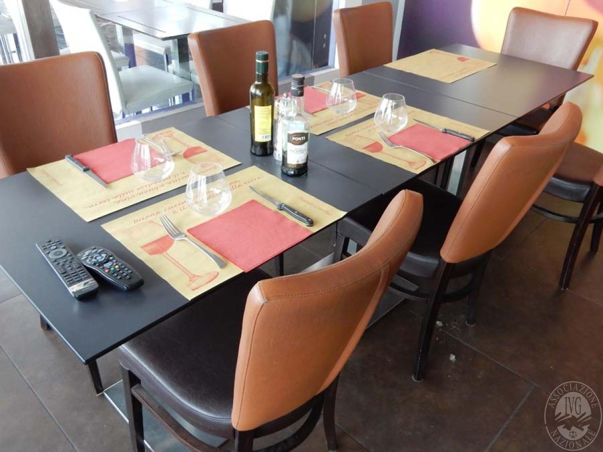 Lotto 40) Tavoli e sedie da ristorante      GARA ONLINE 29 NOVEMBRE 2021