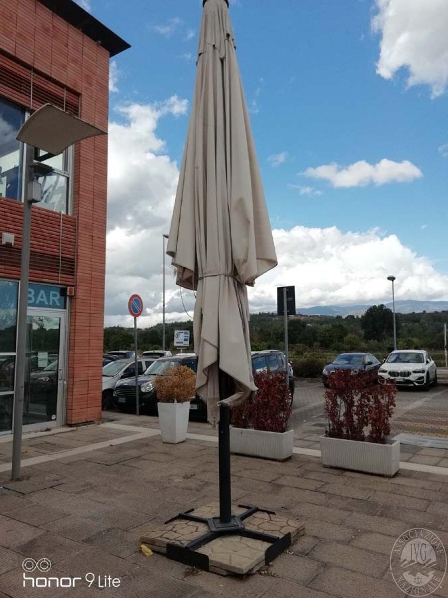 Lotto 54) N. 2 ombrelloni   GARA ONLINE 29 NOVEMBRE 2021