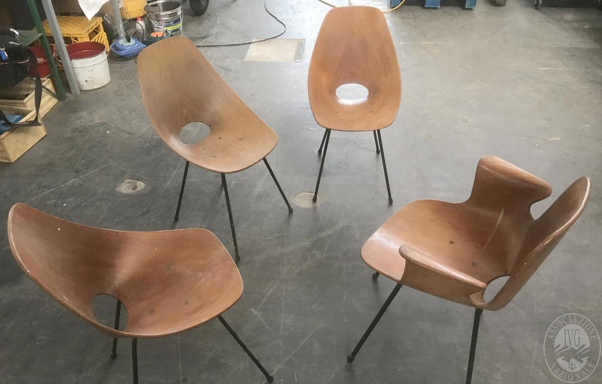 N. 4 sedie in legno gambe acciaio     GARA ONLINE 25 NOVEMBRE 2021