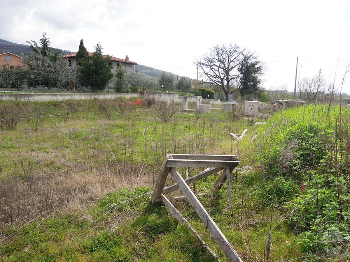 Terreno edificabile a TERRANUOVA BRACCIOLINI in loc. Piantravigne 12