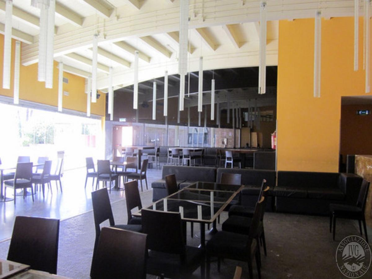 Sala spettacoli, negozio, ristorante a CASTELNUOVO BERARDENGA in loc. Casetta 1