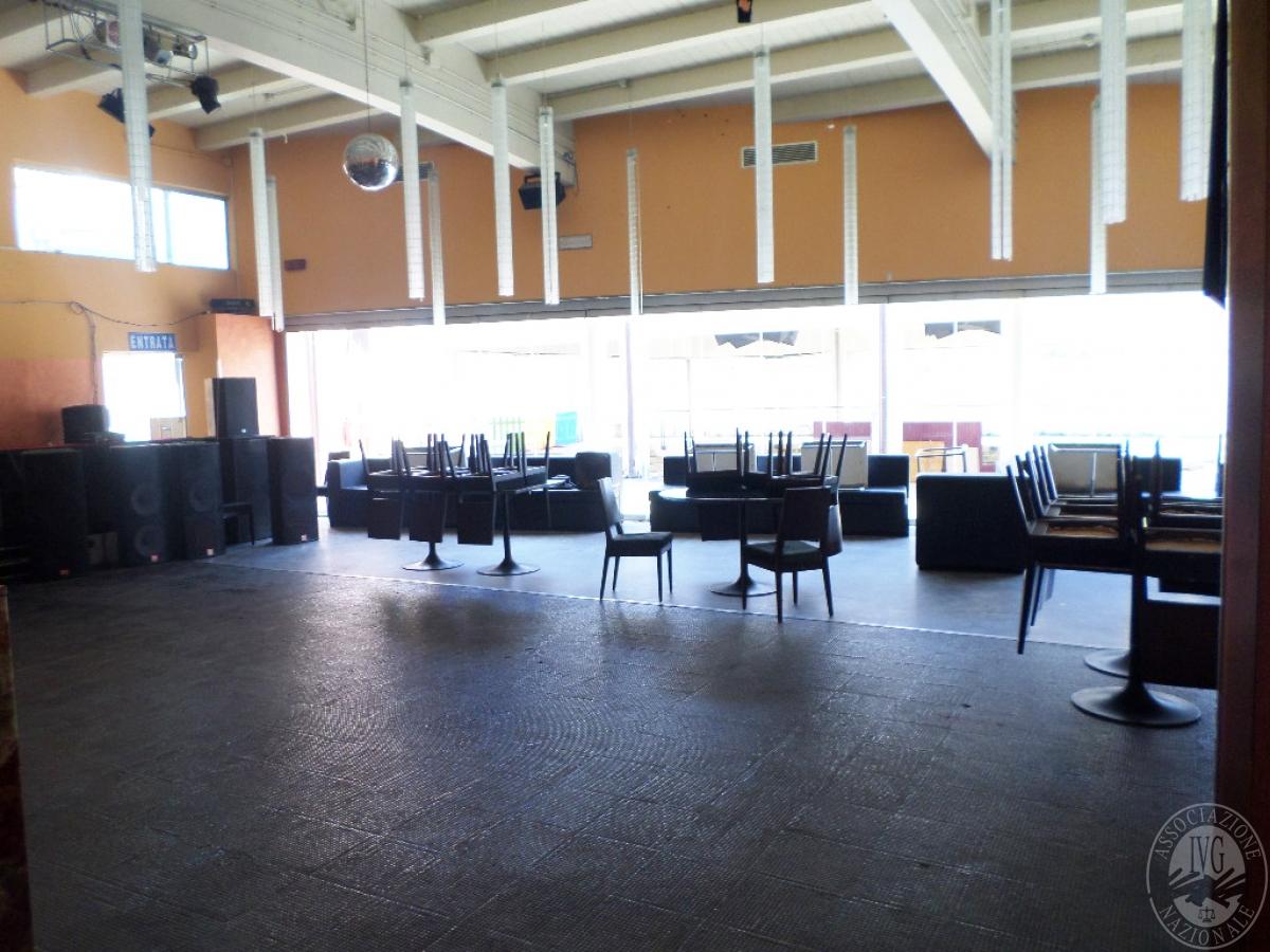 Sala spettacoli, negozio, ristorante a CASTELNUOVO BERARDENGA in loc. Casetta 30